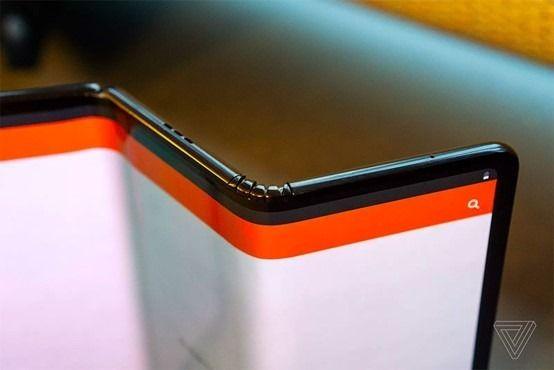 TCL折叠屏幕升级明年推三折屏手机